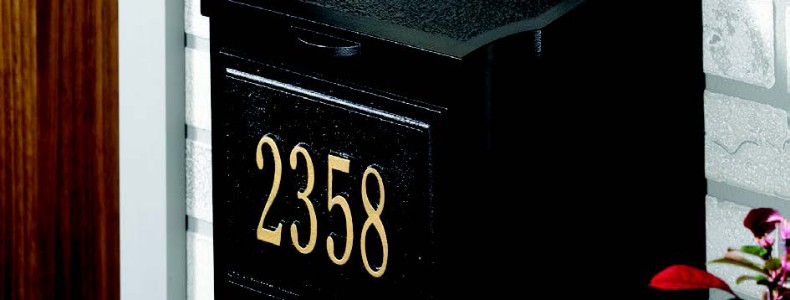 Locking Wall Mailbox